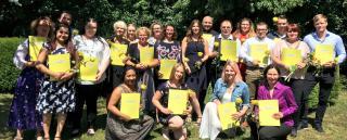 50 Pflegefachkräfte haben am St. Bernward Krankenhaus erfolgreich ihre Ausbildung abgeschlossen