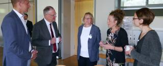 Ministerpräsident Stephan Weil im Gespräch mit dem Direktorium und der Schulleitung am St. Bernward Krankenhaus.