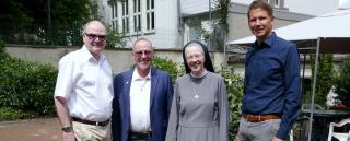Achim Eng (Diözesancaritasverband), Dr. John G. Coughlan (Caritasverband für Stadt und  Landkreis Hildesheim), Schwester M. Teresa Slaby (Vinzentinerinnen) und Stefan Fischer (St. Bernward  Krankenhaus) wollen ein Hospiz in Hildesheim verwirklichen.