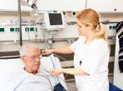 Bernward-Krankenhaus Ärztin mit Patient