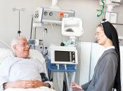 Bernward-Krankenhaus Schwester mit Patient