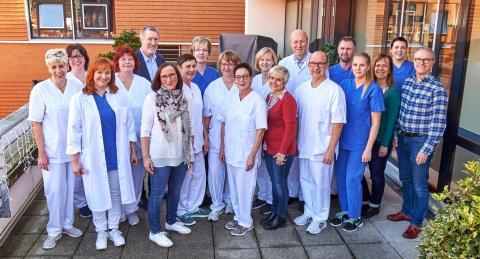 Das Team des Onkologischen Zentrums am St. Bernward Krankenhaus freut sich über die Anerkennung des niedersächsischen Gesundheitsministeriums.