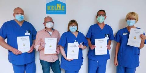 Das Hygieneteam des St. Bernward Krankenhauses freut sich über die Auszeichnung mit dem Goldsiegel der Aktion Saubere Hände (v. links): Jens Fischer, Thorsten Lüersen, Katrin Krähenbiel, Carsten Müller, Christiane Hartwig